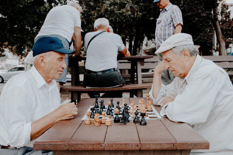Senioren beim Schachspiel